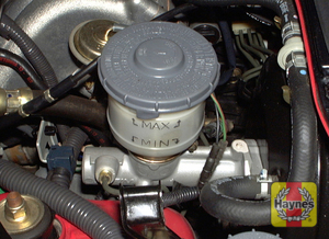 Illustration of step: 3 The brake fluid should be kept between the MIN and MAX marks on the reservoir - Brake and clutch fluid - step 26
