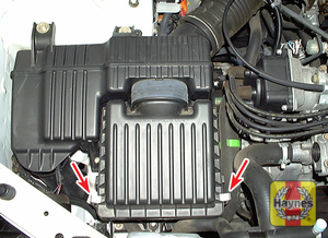 Illustration of step: 4 On all other Civic models and CR-V models, the housing cover is secured by two clips (arrows)  - step 4