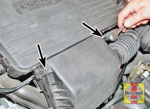 Illustration of step:  Remove the two screws at the front of the air cleaner  - Duratec 8V (1.3 litre) engine - step 3