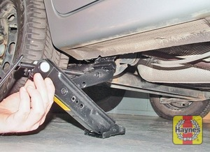 Illustration of step:  Locate the jack head below the jacking point nearest the wheel to be changed - step 6