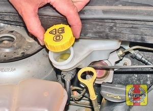 Illustration of step:  If topping-up is necessary, first wipe the area around the filler cap with a clean rag, then unscrew the cap - Safety first! - step 24