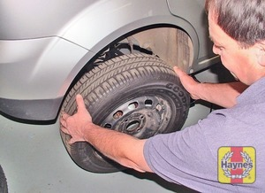 Illustration of step:  Turn the jack handle clockwise until the wheel is raised clear of the ground - step 7