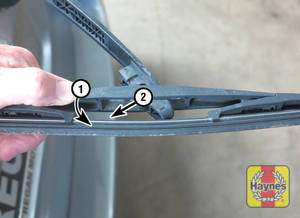 Illustration of step: 8 Rotate the rear wiper blade perpendicular to the arm (1), then pull the blade out of the slot in the arm (2)  - Rear wiper blade - step 11