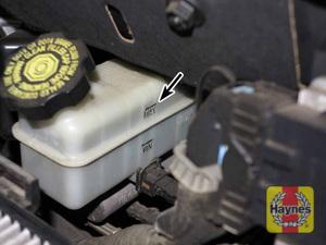Illustration of step: 2 The brake fluid level should be kept at the upper (MAX) mark  - Brake fluid - step 27