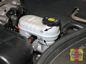 Illustration of step:  17 The brake master cylinder and the clutch master cylinder have their own reservoirs - Brake and clutch fluid - step 24