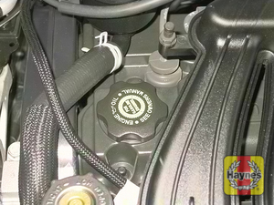 Illustration of step:  6 Oil is added to the engine after removing a cap located on the valve cover - Engine oil - step 8