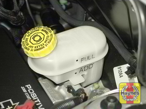 Illustration of step: 2 Brake fluid level, indicated on the translucent white plastic brake fluid reservoir, should be kept at the upper (FULL) mark  - Brake and clutch fluid - step 22