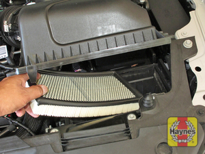 Illustration of step: Carefully lift out the air filter - step 4