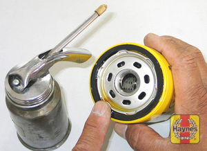 Illustration of step: Before installing the new filter, smear the sealing ring of the oil filter with a thin film of fresh oil, it makes it easier to remove next time - step 1