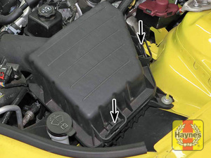 Illustration of step:  2a On V6 engines and non-supercharged V8 engines, pull out and unlatch the clips to separate the filter housing cover  - step 2