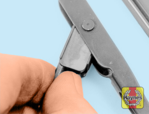 Illustration of step:  5a Squeeze the retaining lever to release the blade - Front wiper blade replacement - step 6