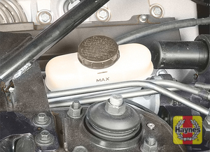 Illustration of step:  15 The brake fluid level should be near the base of the filler neck of the translucent plastic reservoir  - Brake fluid - step 17