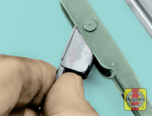 Illustration of step:  2 Squeeze the retaining lever - Wiper blade replacement - step 4