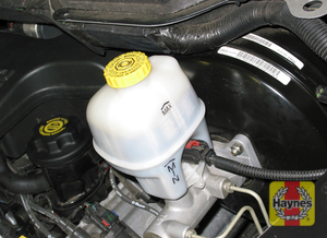 Illustration of step:  15 To check the fluid level of the brake master cylinder, simply look at the MAX and MIN marks on the reservoir - Brake and clutch fluid - step 18